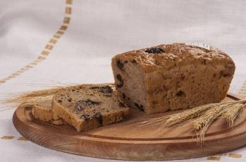 Chleb razowy ze śliwką